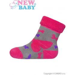 Kojenecké froté ponožky New Baby šedé s růžovými motýly Šedá velikost - 62 (3-6m)