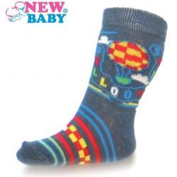 Kojenecké bavlněné ponožky New Baby šedé s balónem Šedá velikost - 86 (12-18 m)